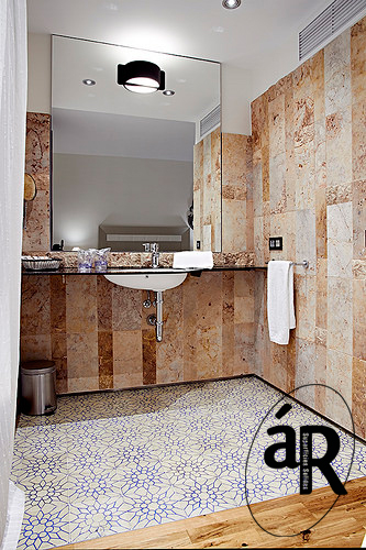 Encimera con lavabo incorporado en 2 colores / Countertop with washbasin incorporated 2 colours in HI-macs # Ar superficies solidas