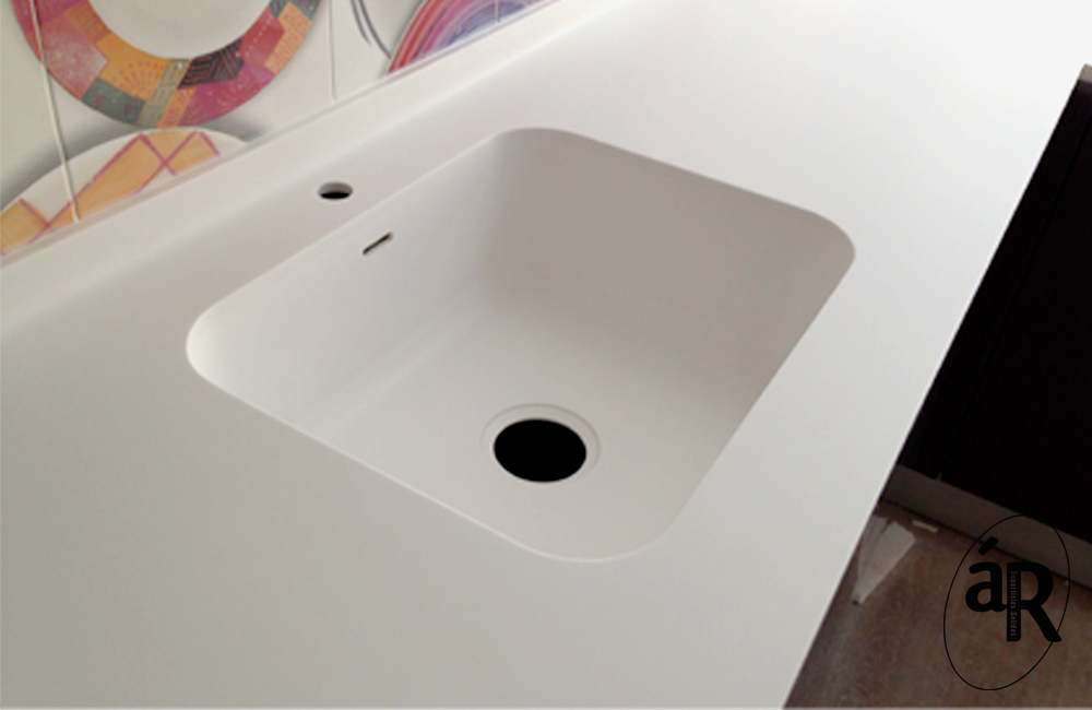 Fregadero integrado en Hi-macs / Kitchen countertop with sink integrated in HI-macs # Ar superficies solidas